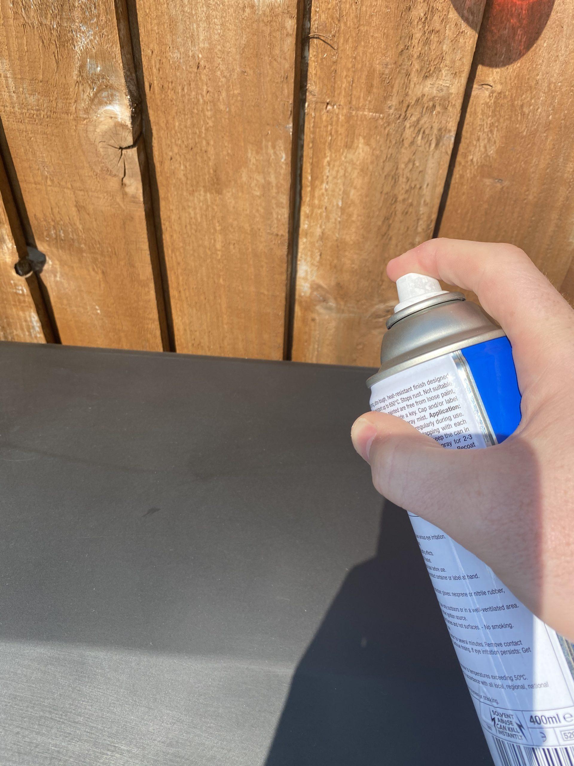 spray the gas BBQ